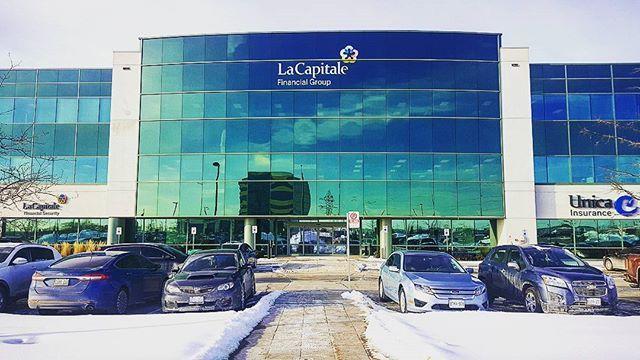 [Takeover] - @sebdo24  Good morning from #mississauga! Il fait -9 degrés Celsius! Cela n'empêche pas les rayons de soleil de refléter sur notre bureau certifié #LEED. #laviealacapitale #takeover #ontario