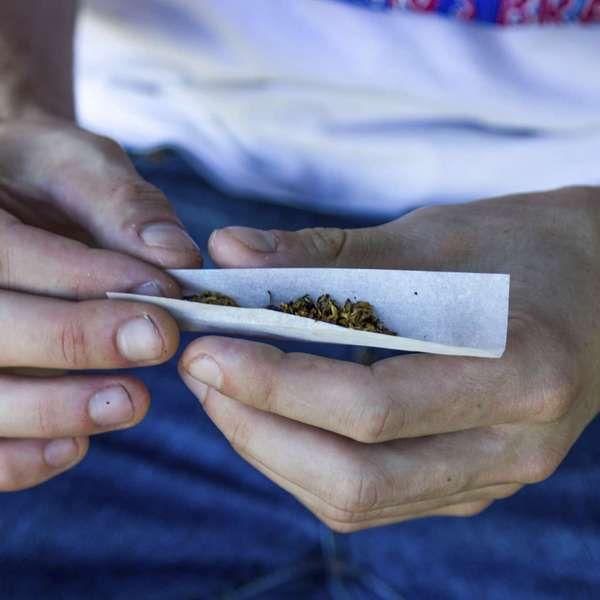 Fumar maconha apenas 1 vez por semana pode deformar cérebro