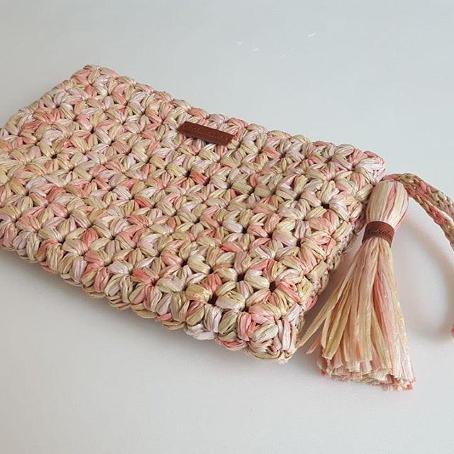 """좋아요 64개, 댓글 6개 - Instagram의 손뜨개/crochet - 홀리가든(@anjs2004)님: """"자스민스티치로 만든 클러치^^ 아직 지퍼를 못달아서.. 요렇게만  찍어봐요~^^ #crocheting #crochetcluch #cluch #코바늘  #손뜨개 #뜨개클러치…"""""""
