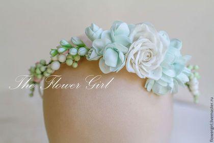 Купить или заказать Penelope в интернет-магазине на Ярмарке Мастеров. Ободочек в белом и нежно-мятном цвете с розами, фрезией и…