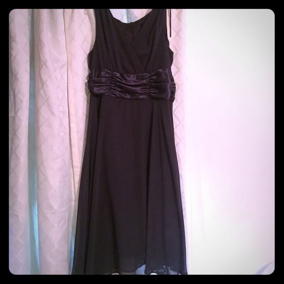 Beautiful Winter Cocktail Dress sz 14 This is a deep grey/charcoal cocktail dress worn once for a wedding.  Has great potential to be jazzed up!! Fully lined and has sheer overlay, very flowy and fitted at the top. Label reads as 14p but, I'm 5'8 and it falls below the knee.  Has a satin empire waist section making it a little more formal.  Great dress and has been dry cleaned. Connected Dresses