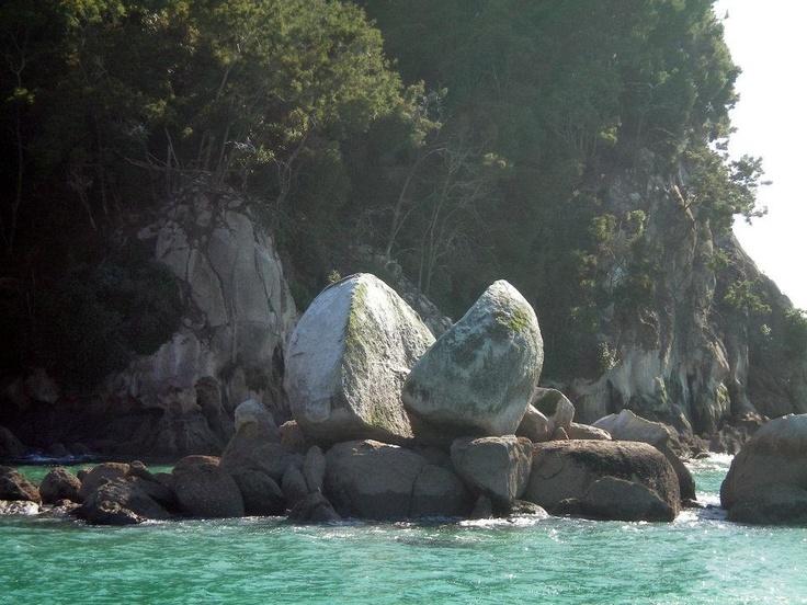 Split apple rock, New Zealand