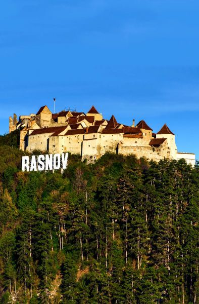 Rasnov Citadel is a historic monument and landmark in Romania. It was built as part of a defence system for the Transylvanian villages exposed to outside invasions. | Discover Amazing Romania through 44 Spectacular Photos