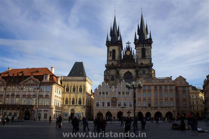 O que fazer na cidade de Praga? Da Old Town Square, com a igreja de Tyn, o castelo de Praga até à ponte Charles, a cidade de Praga encanta seus visitantes..