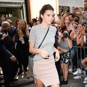 One of the highest profile girls in the business with camera-ready looks and an Instagram following of more than 40 million, Kendall Jenner lives life on the road, between castings, shoots and shows. The California girl has cultivated a polished down-time style, based around high-waisted skinnies, grey marl T-shirts, rock ankle boots and cozy furs. A lesson in model off-duty style.