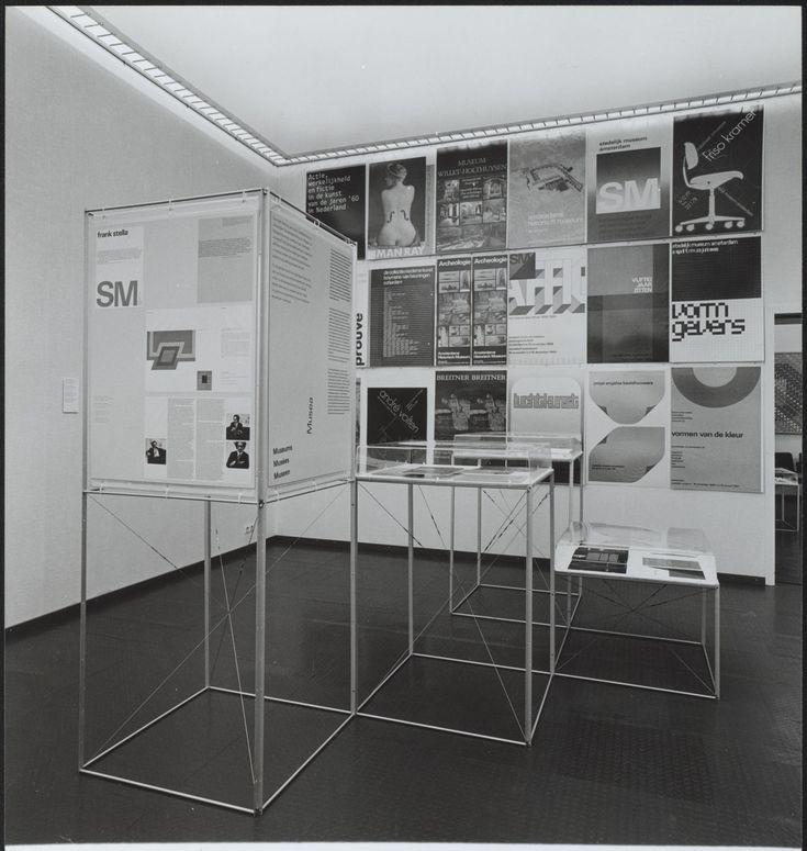 Foto van tentoonstelling 'Ontwerp: Collectie NAGO' in De Beyerd,  Breda (fotografie Tjeerd Frederikse)