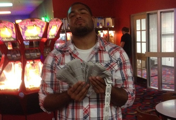 """#Vikings DE Trevor Guyton tweeted """"Jackpot!"""", showing off his mitt-ful of arcade tickets. The ONLY explanation is that Guyton must secretly be a skee-ball savant."""
