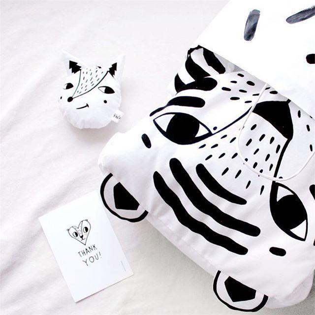 Tiger time  Снежный тигр устал от бесконечного снега за окном 🐯  Кажется я вывела новую породу 😄 -------------  Белый Тигр — одеяло, плед, коврик и просто милый друг  Сверху 100% хлопок  Внутри гипоаллергенный синтепон  3300 ₽ + почта