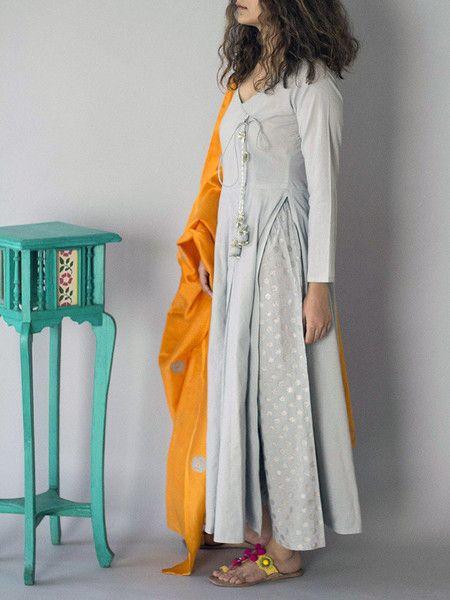 Description: The cotton palazzo pants are block printed It has an elastic waist band. Size Chart - S - Waist : 27.5, Hip : 36, Length : 38 M - Waist : 31.5, Hi