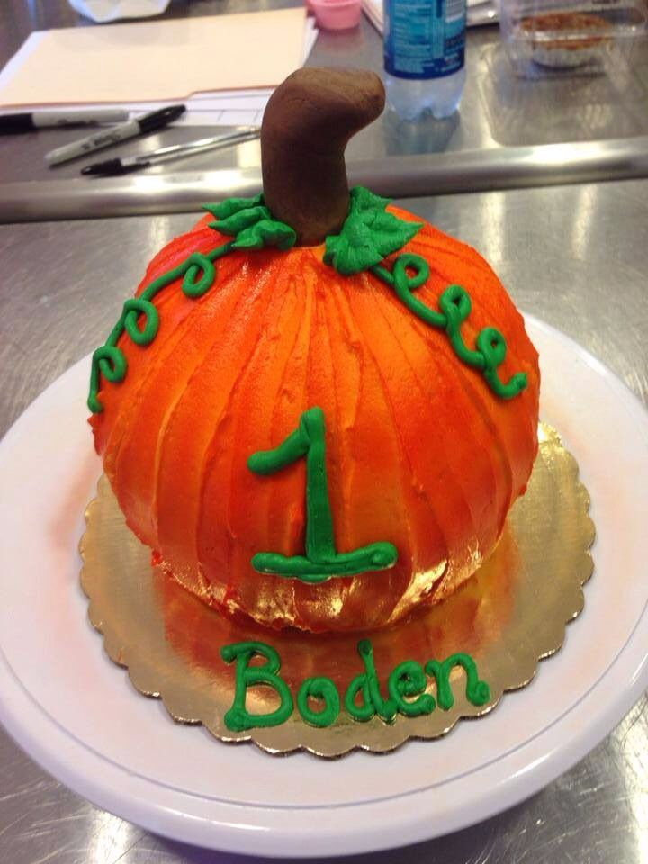 Pumpkin Birthday Cake- little one for cake smash pictures!!