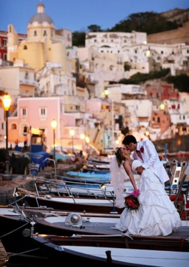 I can only dream of a wedding in Italy how romantic