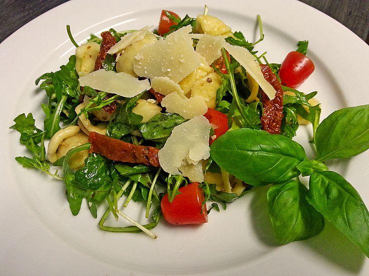 Italienischer Nudelsalat mit Rucola und getrockneten Tomaten, ein gutes Rezept aus der Kategorie Eier & Käse. Bewertungen: 408. Durchschnitt: Ø 4,7.