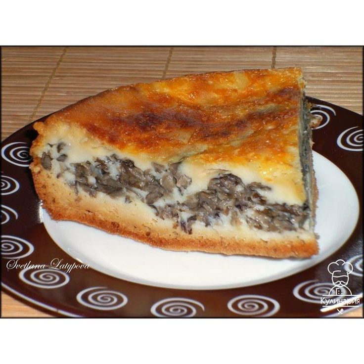 """""""Ленивый"""" пирог с грибами  Очень вкусно!!! Стакан граненый  250 мл кефира 5 ст.л. (с небольшой горкой) майонеза 2 ст.л. раст.масла 0,5 ч.л. гашеной соды 1 ч.л. разрыхлителя 3 яйца 1,5-2 ст. муки 1 ч.л. без горки соли 100 г сыра  Начинка: грибы (любые) у меня были опята лук 1 шт. соль, перец  Приготовление: Смешать яйца, кефир, майонез, соль, раст.масло, затем добавить просеянную муку, соду, разрыхлитель все перемешать. Для начинки на небольшом количестве раст.масла обжарить мелко…"""