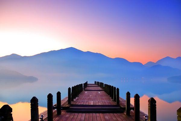 台湾(台北)には、九扮や温泉地として有名な 陽明山(ヤンミンサン),太魯閣(タロコ),士林夜市(シーリンイエシー)など数多くの観光スポットがあります。日本から飛行機で約3時間で、手軽に行ける海外旅行先として旅行者にも人気です。 今回は、そんな台湾(台北)旅行でおススメする7つの絶景をご紹介いたします。 台湾で |アジア, ギフト, 台湾|アイディア・マガジン「wondertrip」