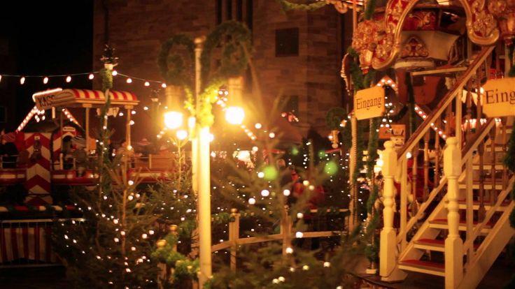 Der Nürnberger Christkindlesmarkt ist einer der schönsten und ältesten Weihnachtsmärkte in Deutschland! Beim Schlendern durch die weihnachtlich beleuchteten ...