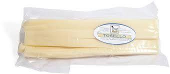 TOSONE o tosello o tosèl più che un formaggio lo possiamo definire un ricordo. E' un prodotto vecchio quanto il suo capostipite più nobile e da sempre lo accompagna. In origine infatti, altro non era che il formaggio ricavato (per l'appunto tosato) dalla rifilatura delle forme di Parmigiano o Grana effettuata prima della salatura per eliminare la pasta di formaggio eccedente dalle fascere. Si presentava sotto forma di fettuccine, quasi gommose, lunghe e di spessore variabile. Un formaggio…