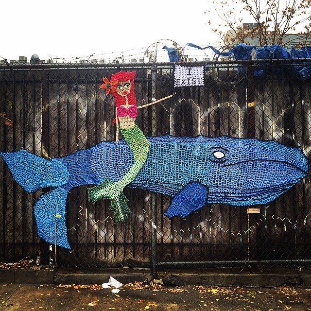 Sanatlı Bi Blog Örgü İplikleriyle Yapılan 14 Sevimli Sokak Sanatı Örneği: London Kaye Crochet 2