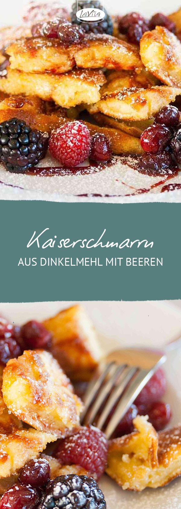 Dinkel-Kaiserschmarrn mit Rotwein-Cranberrysoße, Beeren und Apfelmus