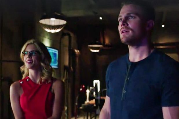Arrow: Felicity pede a ajuda do pai - http://popseries.com.br/2016/05/11/arrow-4-temporada-monument-point/