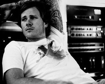 One of my life goals is to have this pic of Tom Delonge framed on my wall.