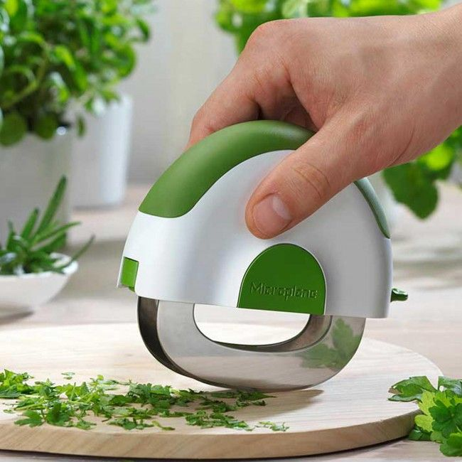 Known for its innovative designs, Microplane's new Herb and Salad Chopper reenergizes and modernizes the traditional mezzaluna with a distinctively modern and smart design to make prepping salads and a full array of herbs, as well as other commonly used ingredients, faster, easier, and more convenient.