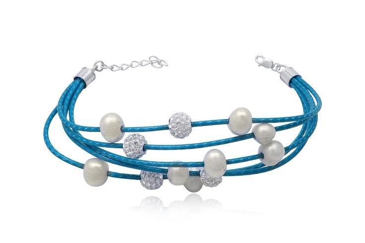 Bratara din piele, decorata cu perle albe si cristale.