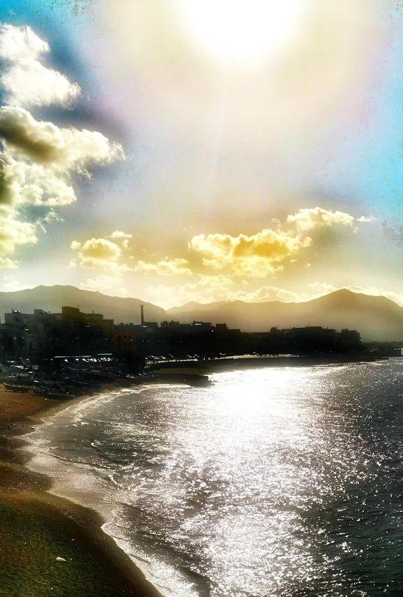 """"""" Eogni pausa è cielo aperto in cui mi perdo 'SALVATORE QUASIMODO """" giornata mondiale della poesia 21 /03 2016 """" Foto"""