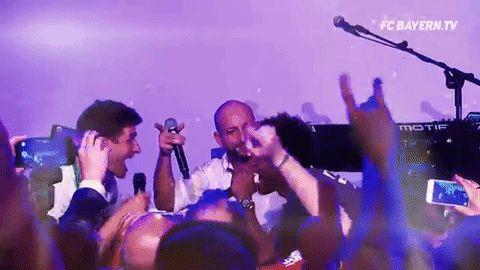 Filmato su happy party celebration song sing bayern munich fc bayern thomas muller bayern munchen david alaba via diggita.it #bayernmonaco #bayernmunich #bayernmunchen