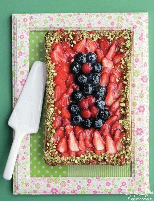 Пирог с ягодами Ингредиенты: Тесто: 250 г муки 30 г измельченных орехов (ореховой пудры) щепотка соли 150 г сливочного масла 100 г сахарной пудры 1 яйцо 30 г миндальной пудры 50 г сах…