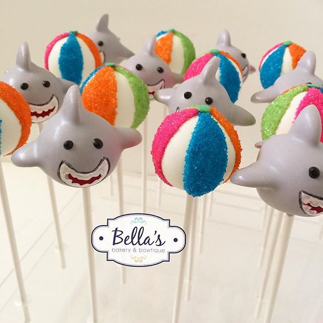 Shark and Beachball Cakepops for @hooplaevents Loved making these! #surfingparty…