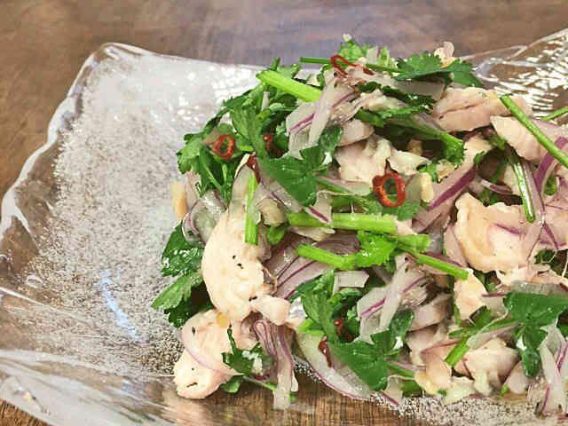 鶏胸肉とパクチーのサラダの画像