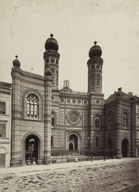 Dohány utcai zsinagóga. A felvétel 1878 körül készült. A kép forrását kérjük így adja meg: Fortepan / Budapest Főváros Levéltára. Levéltári jelzet: HU.BFL.XV.19.d.1.05.071