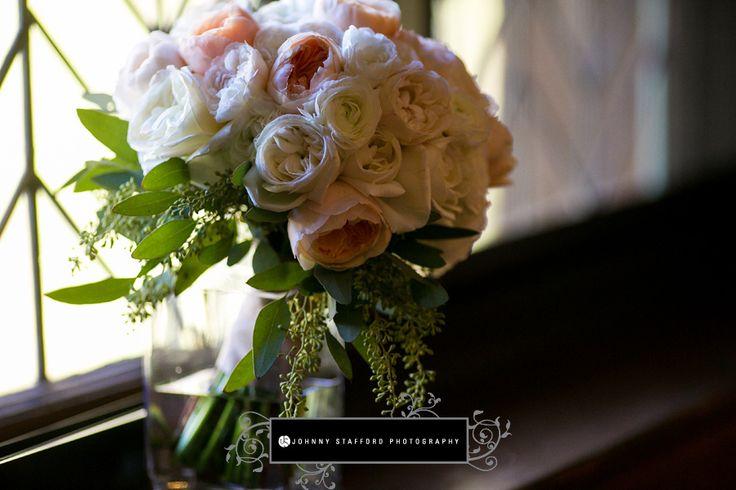 addyrosedesign.com | johnnystaffordphotography.com | Yosemite Wedding | Ahwahnee Hotel | white and peach garden rose bouquet