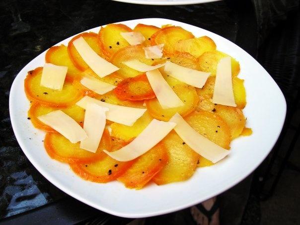 Salade de betteraves jaunes au vinaigre de cidre et L'Etivaz