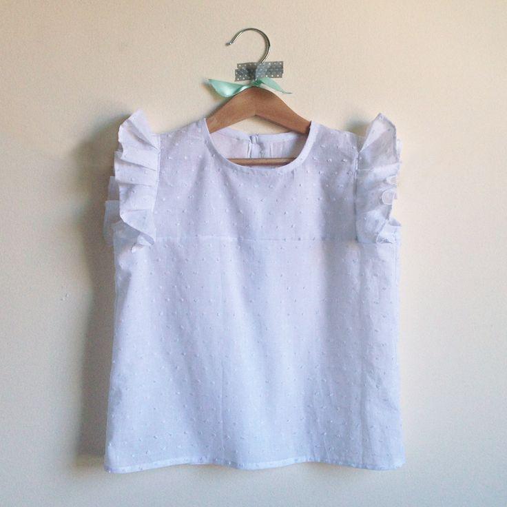 Camisa blanca plumeti y manga con volante, 24€ #eraseunavez #modainfantil #niñas