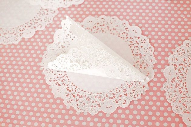 Paper doily cone - ideal for dried petal confetti at a rustic barn or vintage wedding. Could even serve treats in them.