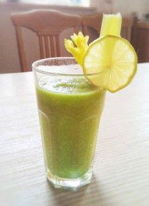Entschlackung pur: Grüner Ananas Sellerie Smoothie