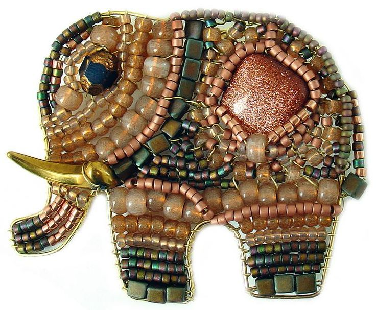 Another sweet beaded elephant.  Site is in Cyrillic, so I don't know the artist's name.  Posted on www.artnow.ru.