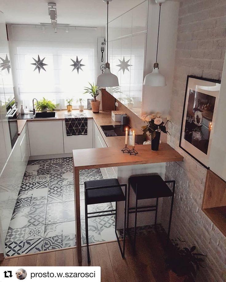 gemütlich und praktisch ist diese moderne küche mit einer