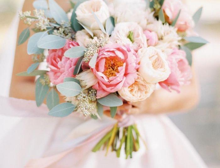 Букет невесты. Свадебные букеты. Заказать стильный свадебные букеты в Минске. букет из пионовидных роз. букет пионов. Букеты из полевых цветов.