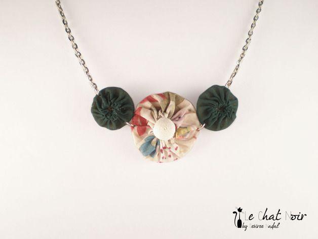 Joyería textil - Gargantilla 3 flores en verde y estampado liberty - hecho a mano por Desiree-Nadal en DaWanda
