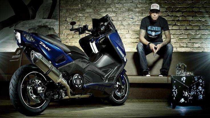 La sfida continua: dopo aver dato in mano la VMax ad acluni tra i preparatori più famosi del mondo, Yamaha ci riprova con il TMax. Nasce  ...