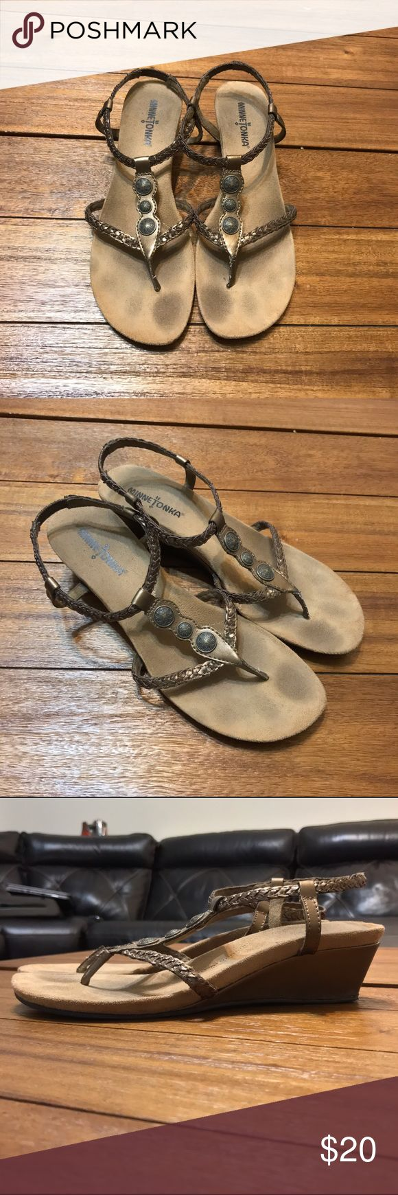 Minnetonka Metallic Strap Sandals size 8 Minnetonka metallic gold strappy sandals in a size 8. These sandals are in great condition with the exception of the slight tear of the bottom heels (as shown in the photo) Minnetonka Shoes Sandals
