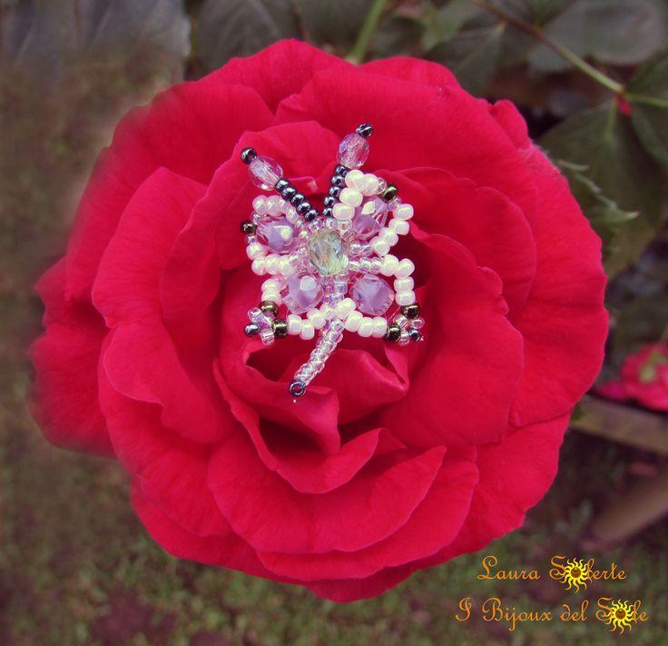 I Bijoux del Sole: Farfallina Chiara; I Bijoux del Sole: Farfalline Chiara, realizzata con cristalli e perline di precisione Miyuki