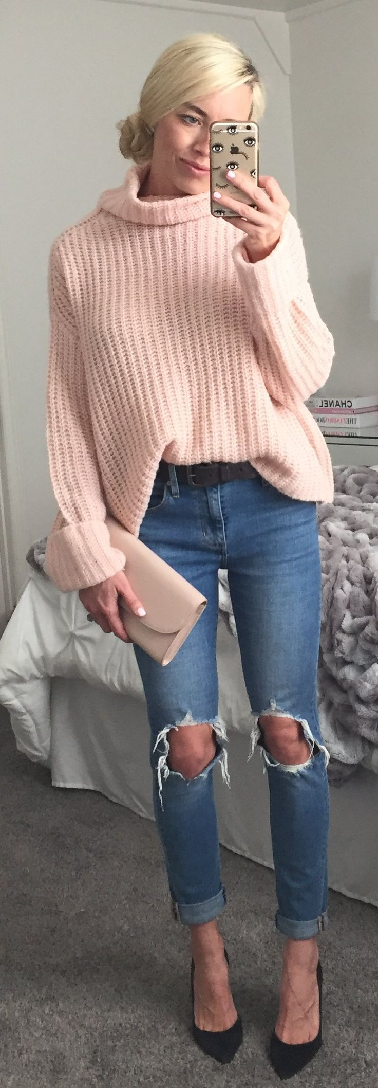 #winter #fashion /  Pink Turtleneck Knit / Destroyed Skinny Jeans / Black Pumps / Cream Leather Clutch