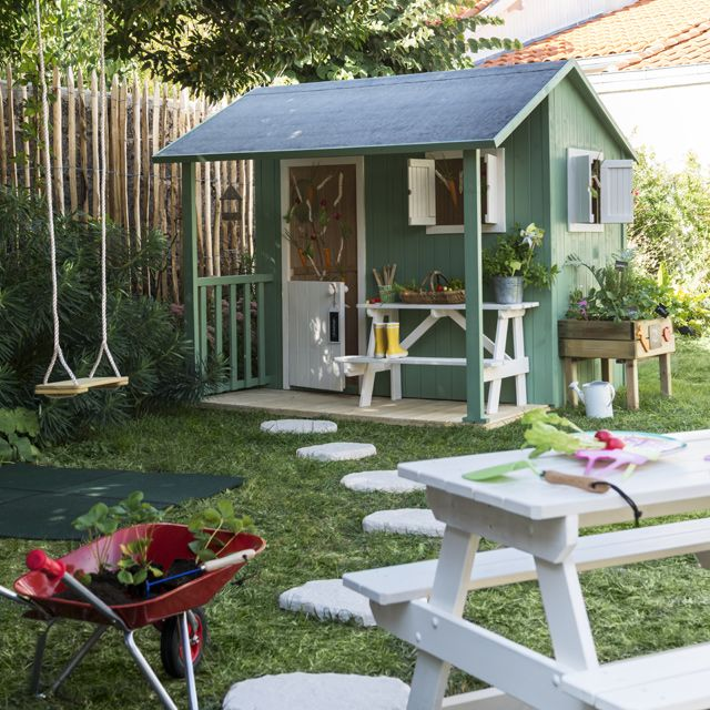 maisonnette en bois resto castorama playhouse pinterest maisonnette en bois tables et. Black Bedroom Furniture Sets. Home Design Ideas