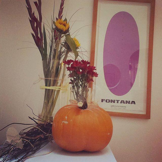 We are #ready to #celebrate #autumn in #hotel #Sax! #fall #decor #autumndecor #pumpkin #flowers #bouquet #design #vintage #hotelsax #praguehotels #prague #czechrepublic
