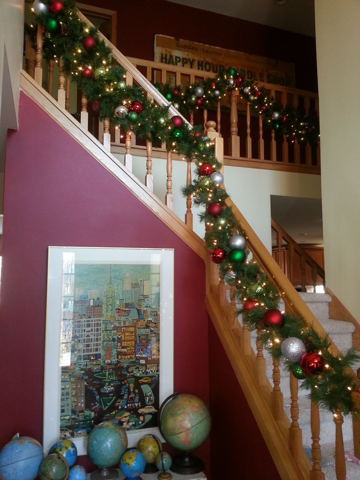 Christmas Holiday staircase Garland Gonna try