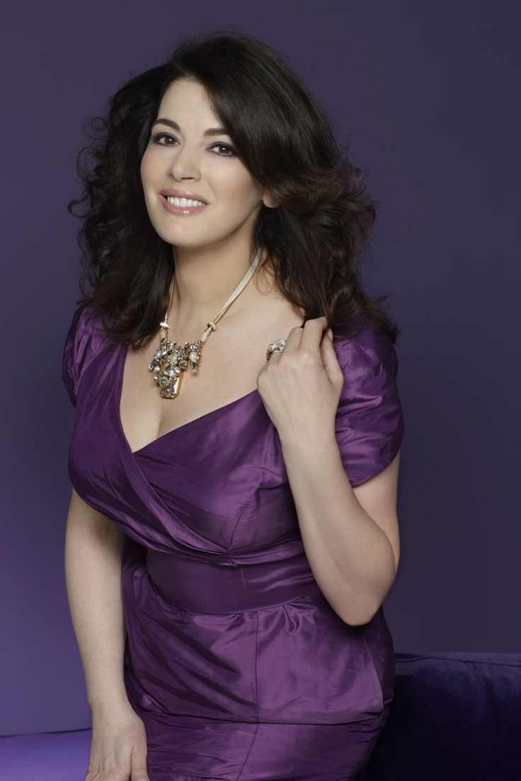 Nigella Lawson.  ♥♥♥♥♥♥ By FUCKING THUNDER, Wouldn't I Just! ♥♥♥♥♥♥