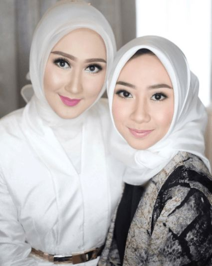 makeup with white colored hijab